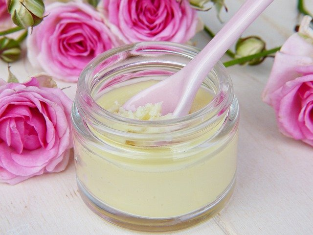 Mir ist es wichtig, nur Cremes mit bioidentischen Hormonen für die Therapie zu nutzen, da diese den Hormonen des Körpers entsprechen.