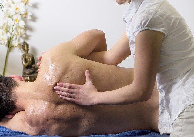 Bei der Manuellen-Therapie kommen sowohl passive als auch aktive Techniken zum Einsatz.