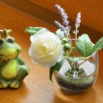 Heilpraktikerin Eva-Maria Franz - Praxiseinrichtung Blume mit Frosch
